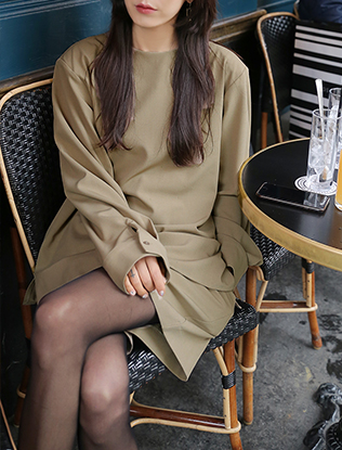 Long-Sleeved Blouse and Shorts Set