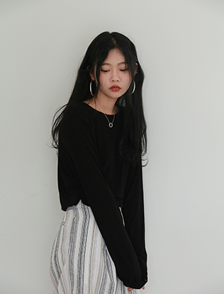 Long-Sleeved Black Tee