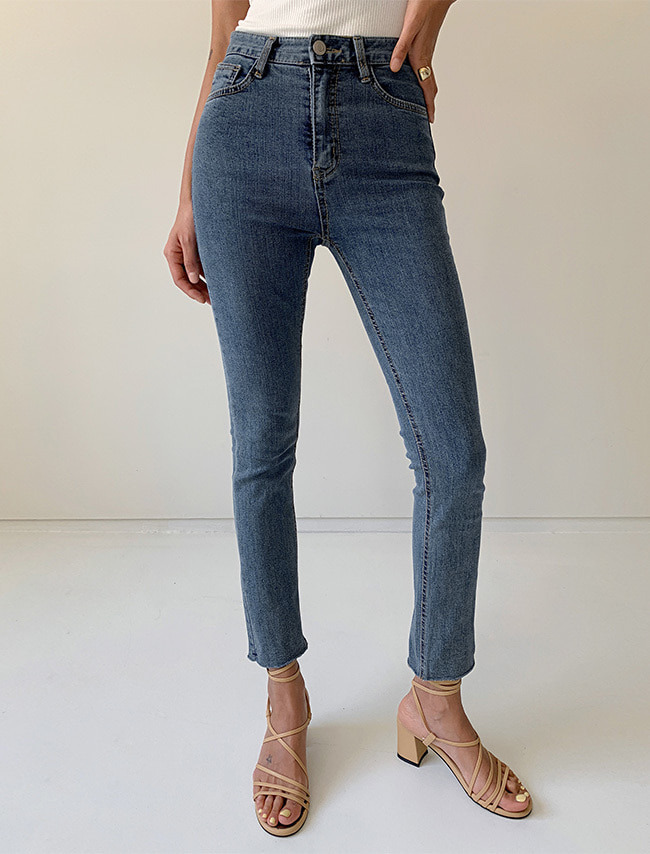 Basic Straight Cut Jeans