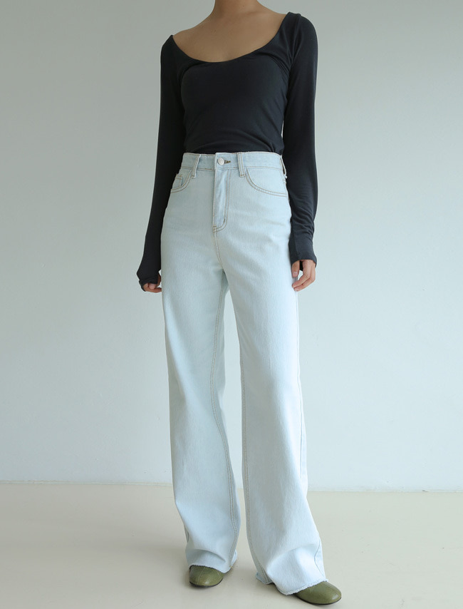 Wide Leg Light Wash Jeans
