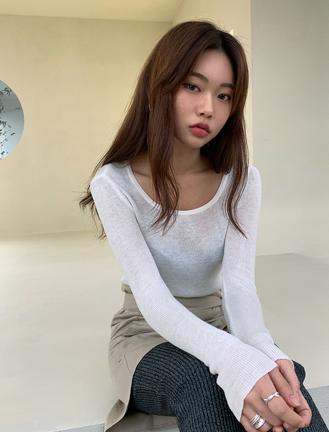 Extended Sleeves Knit Top