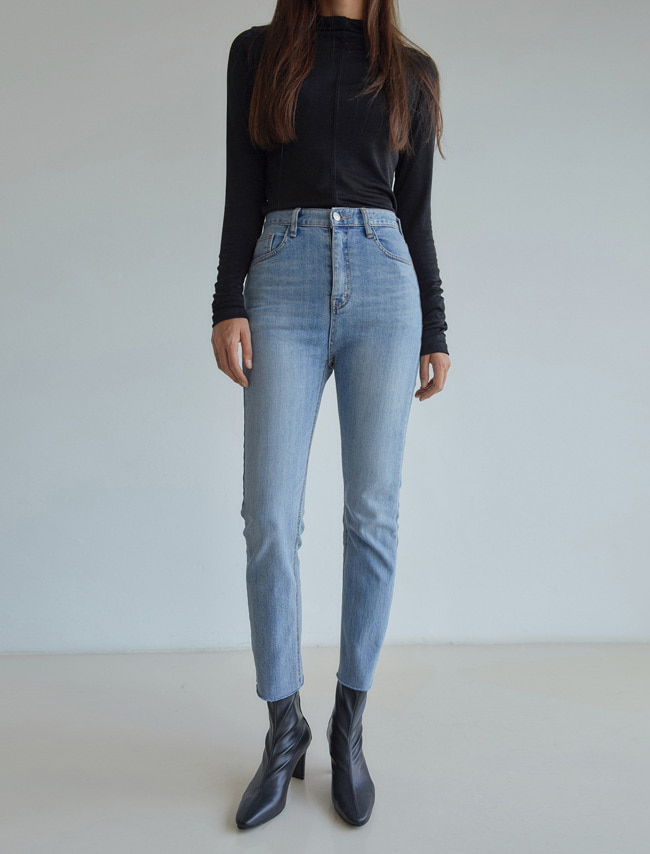 Straight Cut Slim Denim Jeans